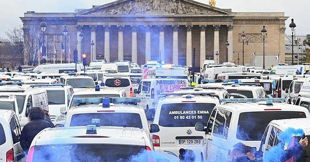 Fransa'da ambulans çalışanları da eyleme başladı