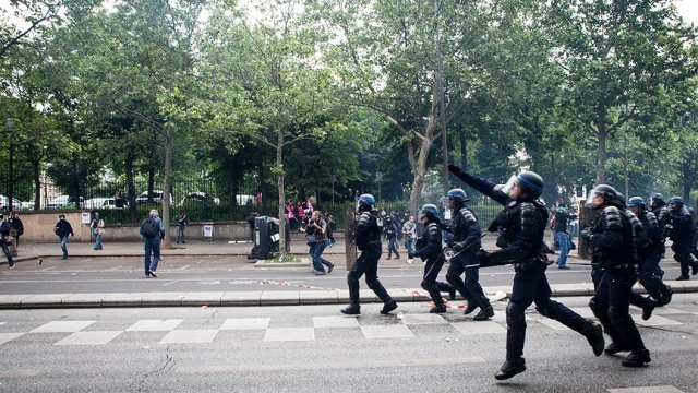 Fransa'da sarı yeleklilerin gösterisi öncesi çok sayıda gözaltı