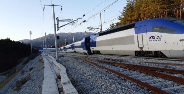 Güney Kore'de yüksek hızlı tren raydan çıktı: 15 yaralı