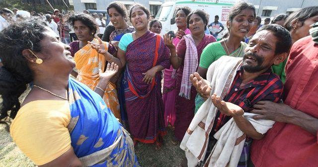 Hindistan'da dini bir törende verilen yemekten 12 kişi öldü
