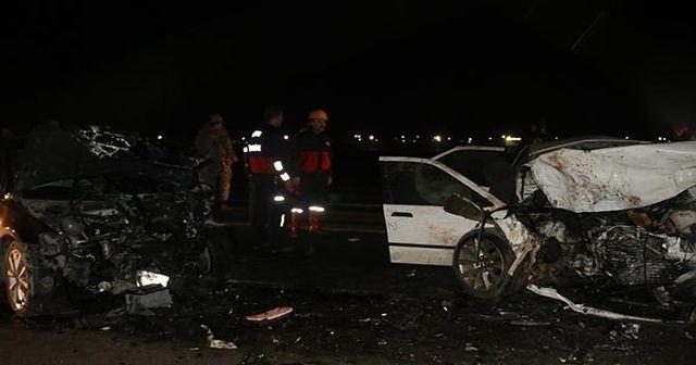 İki otomobil çarpıştı! Çok sayıda yaralı var