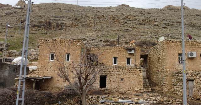 Kopan kayalar köyü tehdit ediyor