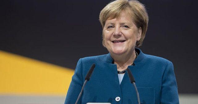 Merkel bırakıyor: 1 dakika boyunca ayakta alkışlandı