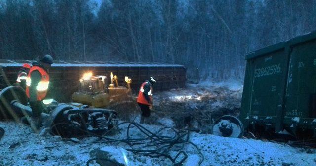 Rusya'da askeri araçları taşıyan tren devrildi