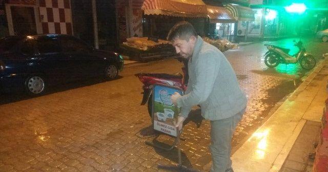 Şuhut'ta sağanak yağış esnaflara zor anlar yaşattı