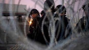 ABD 'göçmen kervanına karşı' Meksika sınırındaki güçlerin görev süresini uzattı