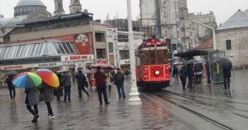 İstanbul'da yoğun kar yağışı sürüyor