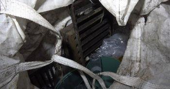 Kanalizasyon kapaklarını çalan hırsızı bekçiler yakaladı