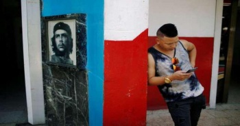 Küba'da cep telefonlarında internet servisi başlıyor