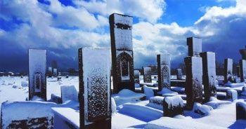 Tarihi Selçuklu Mezarlığı beyaz gelinliğini giydi