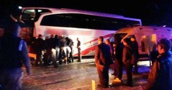 Tır ile otobüs çarpıştı, çok sayıda yaralı var