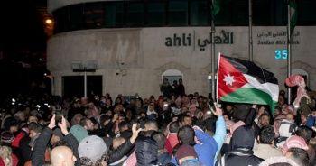 Ürdün'de göstericiler Başbakanlığa çıkan yolu kapattı, hükümetin istifasını istedi