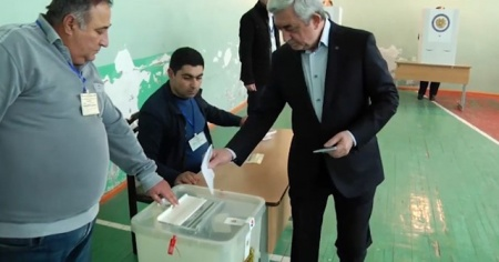 Ermenistan'da halk sandığa gitti