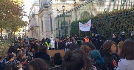 Fransa'da 'kara salı': 60 lise kapatıldı