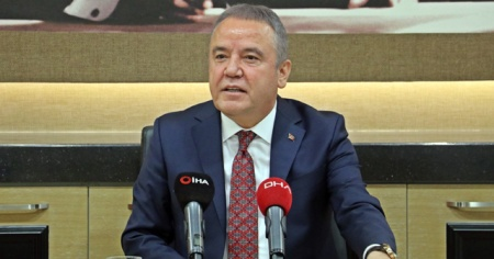 Konyaaltı Belediyesi 350 çalışanı için asgari ücreti 2 bin 200 TL olarak açıkladı