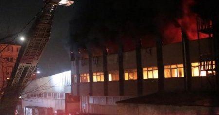Maltepe'de plastik fabrikasında yangın çıktı
