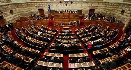 Yunanistan'da kurtarma paketi haricinde hazırlanan ilk bütçe onaylandı
