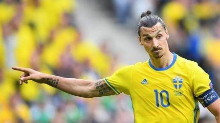 Zlatan Ibrahimovic'in sözleşmesi bir yıl uzatıldı