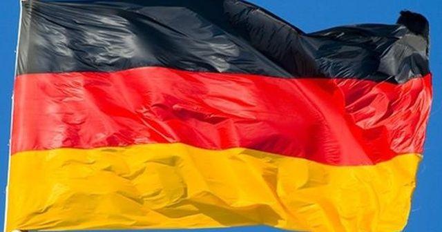Almanya'da araç kalabalığa daldı: 5 yaralı