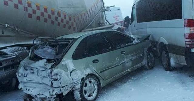 Erzurum'da 20 araç birbirine girdi: Ölü ve yaralılar var