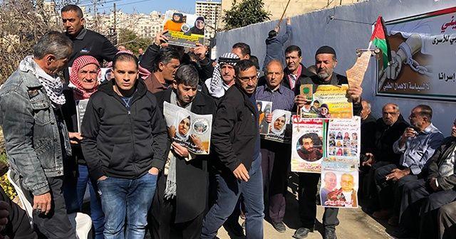 Filistinliler İsrail hapishanesindeki tutuklular için protesto düzenledi