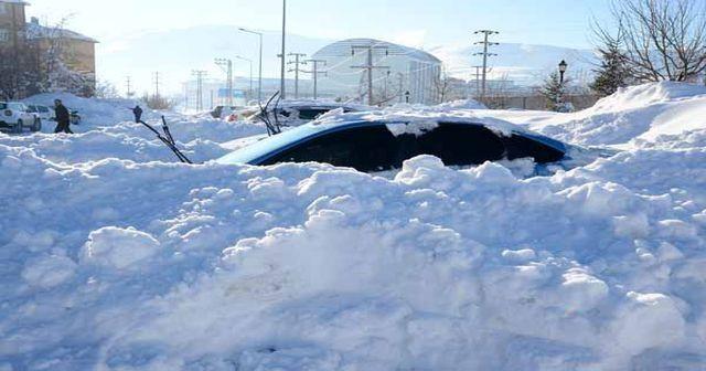 Fotoğraflar bugün Türkiye'de çekildi! Ev ve araçlar kara gömüldü
