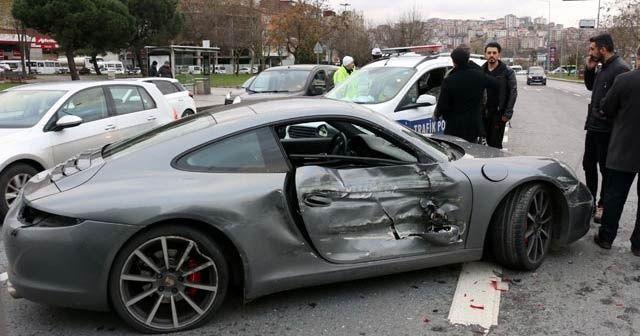 Kağıthane'de rallici lüks otomobiliyle kaza yaptı