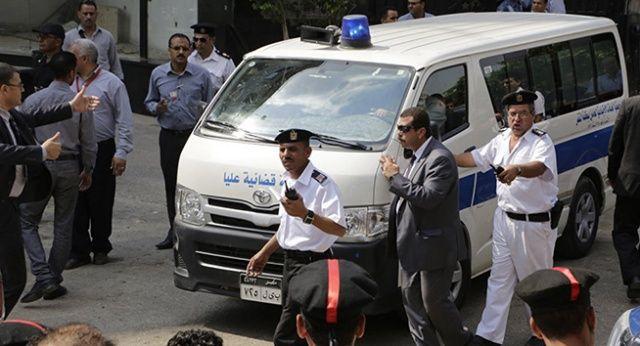 Mısır'da kilise yakınında el yapımı bomba patladı: 1, ölü, 1 yaralı