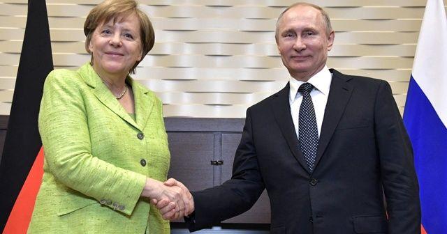 Putin ve Merkel telefonda Suriye konusunu görüştü