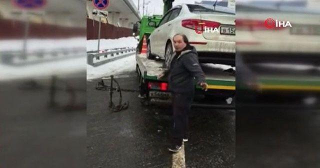 Yanlış yere park eden sürücü aracının çekilmesini bakın nasıl önledi