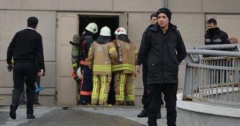Başakşehir'de bulunan bir AVM'nin depo bölümünde yangın çıktı