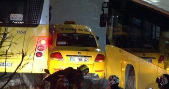 Haliç'te sürücülerin yol verme inadı kazayla sonuçlandı