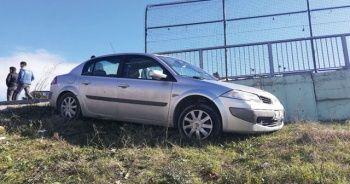 Karne alan 3 öğrenciye otomobil çarptı