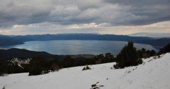 Salda Gölü manzaralı kayak merkezi kayakseverleri bekliyor
