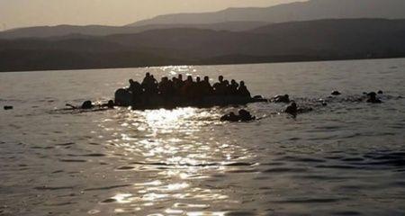 Akdeniz'de düzensiz göçmenleri taşıyan bot battı