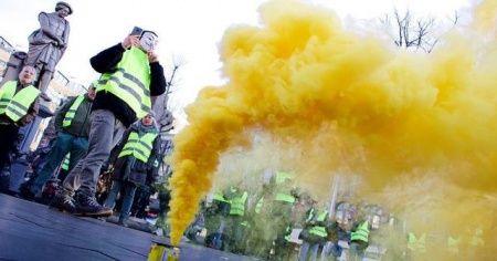 Hollanda'da 'sarı yeleklilerden' sekizinci eylem