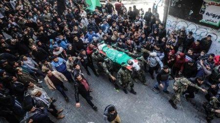 İsrail saldırısında şehit düşen Filistinli toprağa verildi