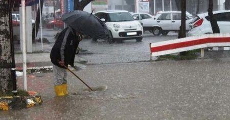 Şiddetli yağış Ayvalık'ı göle çevirdi