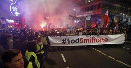 Sırbistan'da hükümet karşıtı gösteriler sürüyor