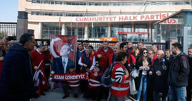 """""""Kırmızı Yelekliler""""den CHP Genel Merkezi önünde protesto"""