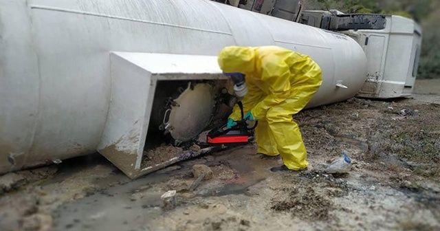 Bursa'da kimyasal madde yüklü tanker devrildi
