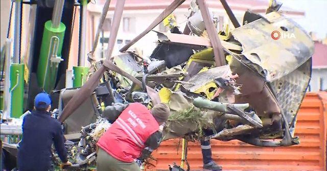 Çekmeköy'de düşen askeri helikopterin enkazı kaldırıldı