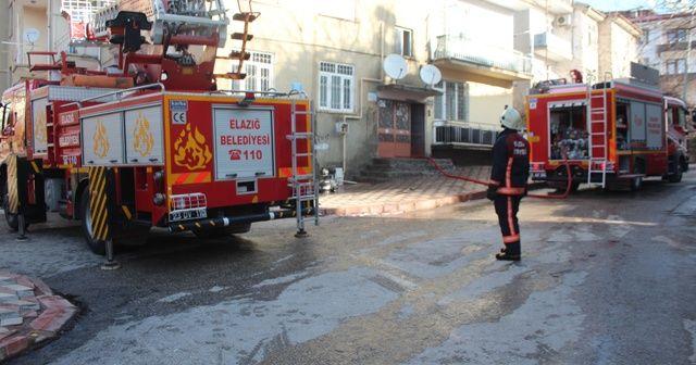 Elazığ'da çatı yandı, tüplerin patlamaması faciayı engelledi