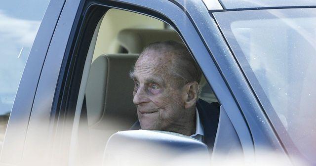 İngiltere Kraliçesinin eşi Prens Philip, ehliyetini polise teslim etti