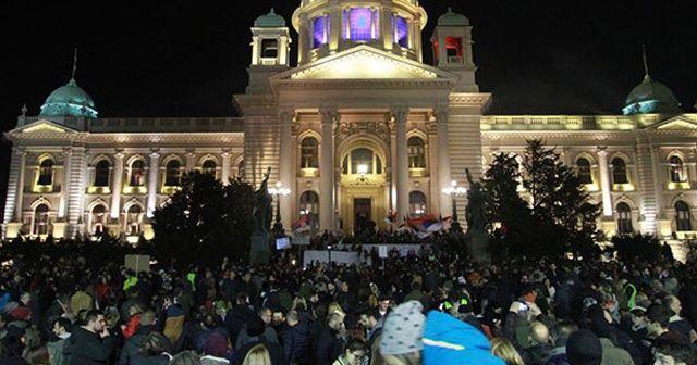 Karadağ ve Sırbistan'da hükümet karşıtı protesto
