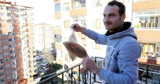 Markete gitmeye zor gelince balkona teleferik kurdu