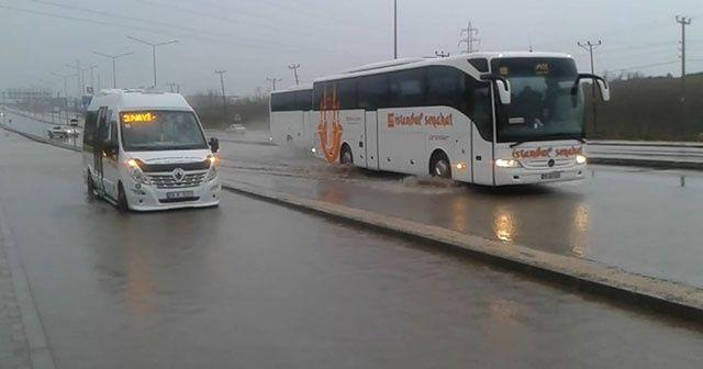 Sağanak yağış İstanbul - Çanakkale yolunda trafiği olumsuz etkiledi