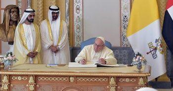 Abu Dabi Prensi Papa önünde el pençe durdu! İslam dünyasından tepki geldi