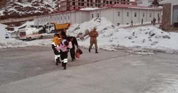 Askeri helikopter Azra bebek için havalandı