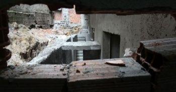 Duvarı delerek 100 bin liralık gümüş takı çaldılar